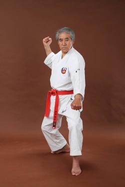Sensei dans une position du kata Matsumura no Passai