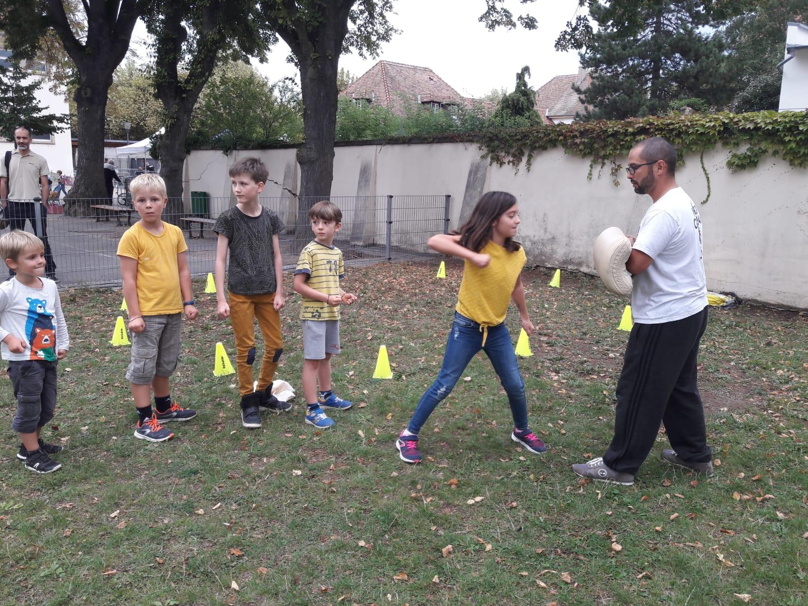 Enfants / Frappes sur la cible