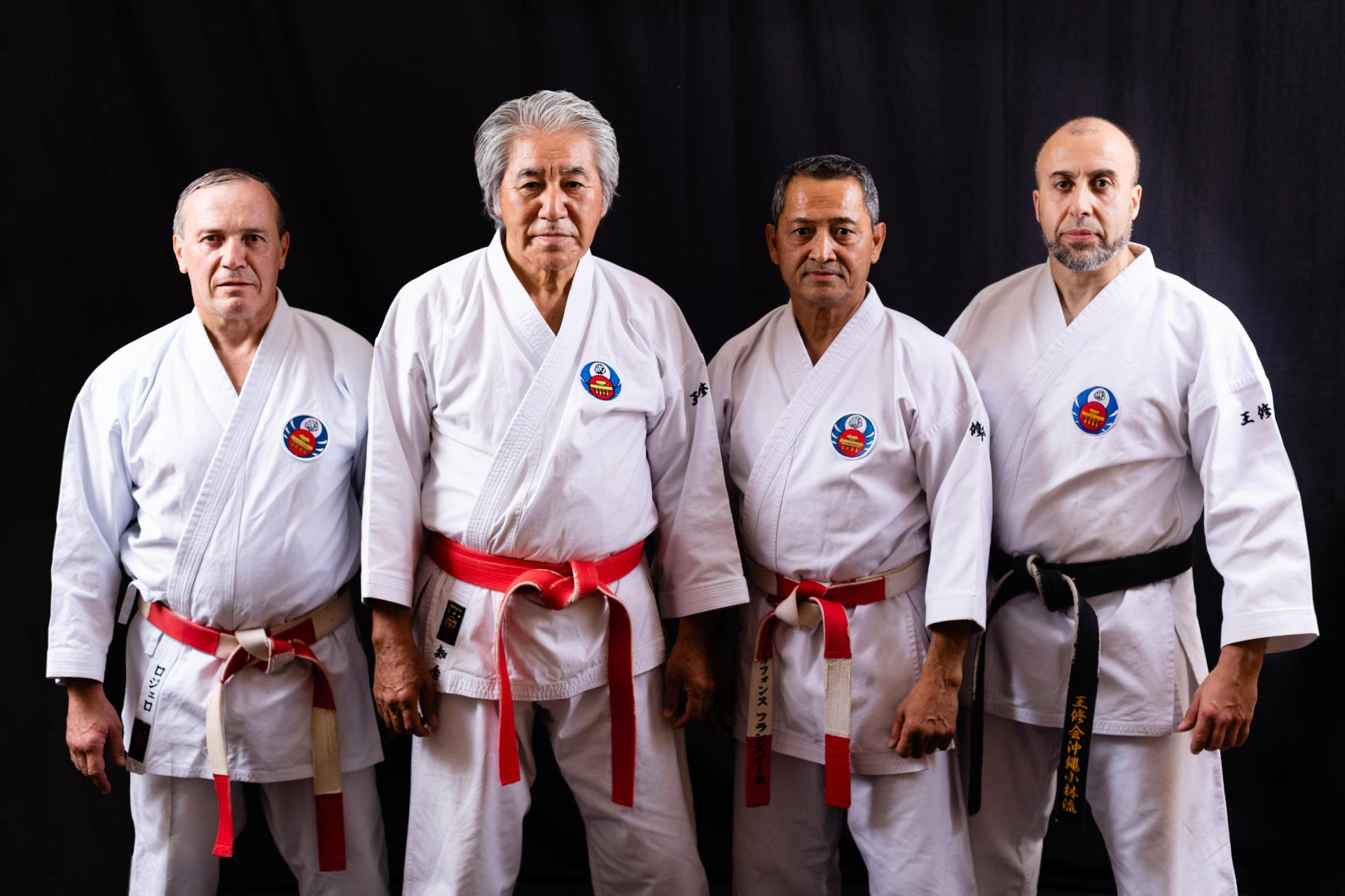 Maître  CHINEN Hanshi avec ses élèves internes (Uchi Deshi)