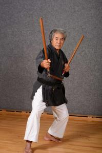 Sensei Chinen avec le sansetsukon